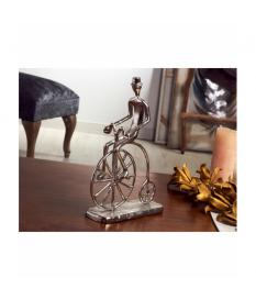 Figura aluminio hombre velocípedo 28 cms.