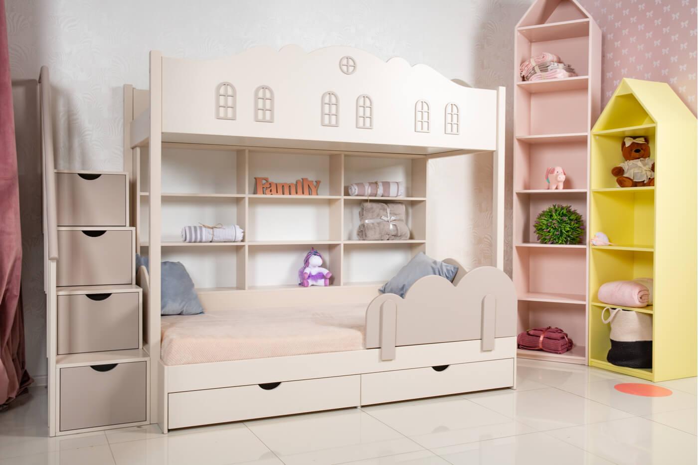 Cómo poner dos camas en una habitación pequeña