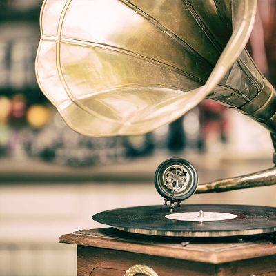 Valor decorativo del gramófono, el artículo vintage que necesitas portada